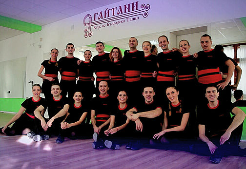 Снимка на колектива на школата по народни танци Гайтани.About us - photo