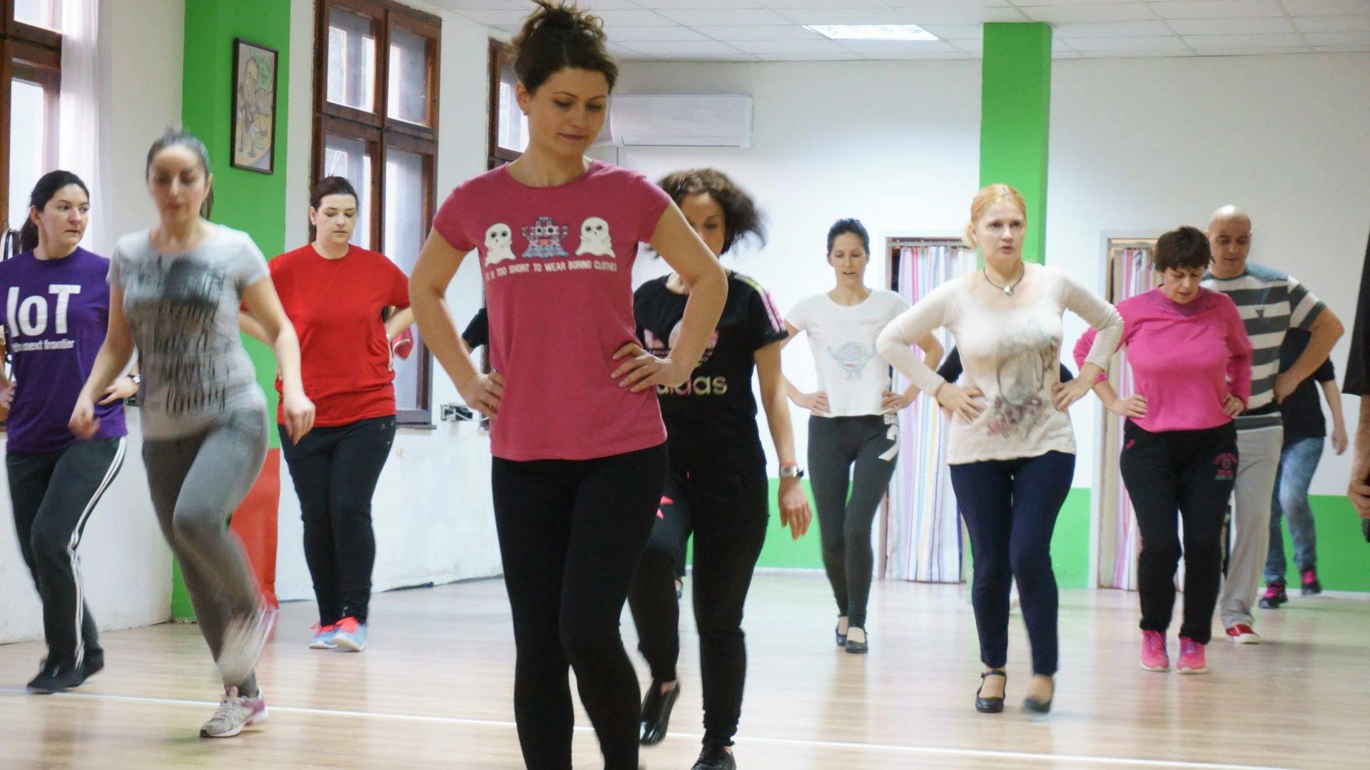 Photo of training group in ПЛОВДИВ. Снимка на група тренираща народни танци